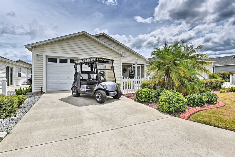NEW! Spacious Central Florida Escape w/ Golf Cart!, location de vacances à Wildwood