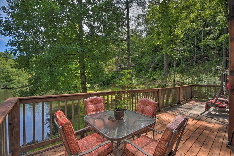NEW! Appalachian Getaway w/Stocked Pond & Fire Pit, holiday rental in Andrews