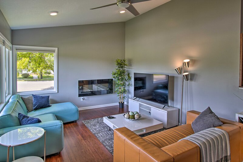 Park-side Home 1 Mile to Mayo Clinic & Downtown!, casa vacanza a Eyota