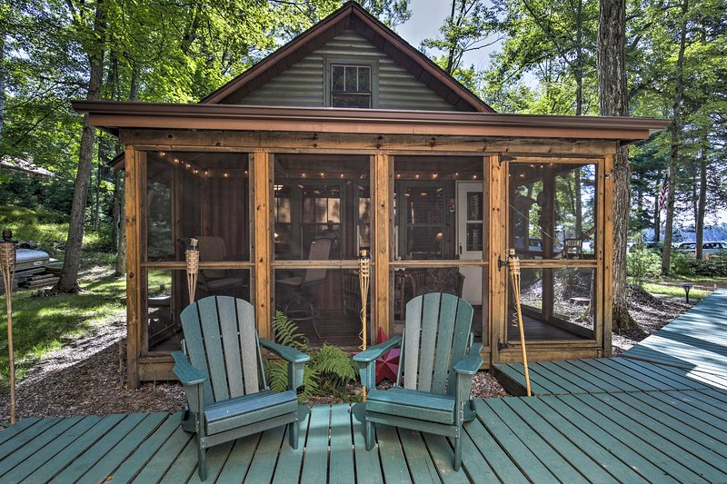 NEW! Lakefront St. Germain Cottage w/ Dock Access!, holiday rental in Star Lake