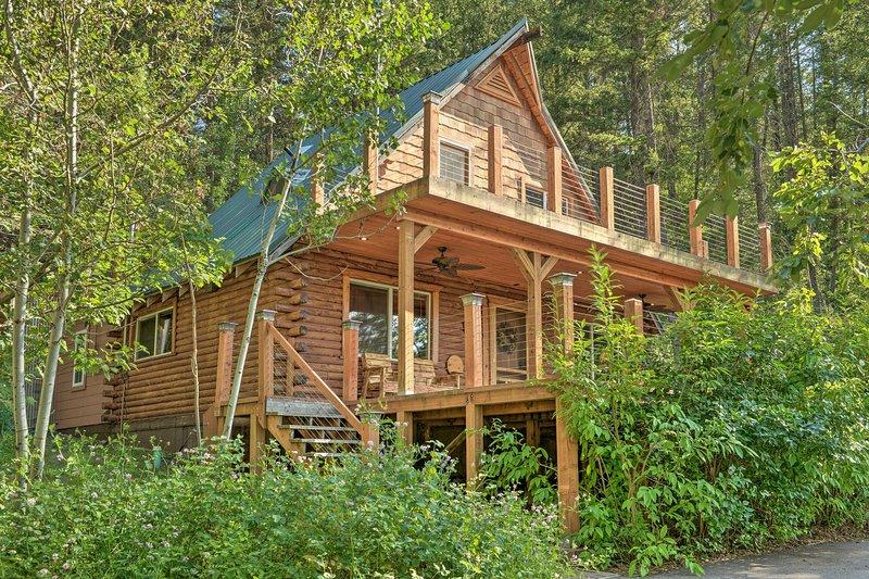 NEW! Alpine Adventures: Log Cabin w/ Deck & Views!, location de vacances à Alpine