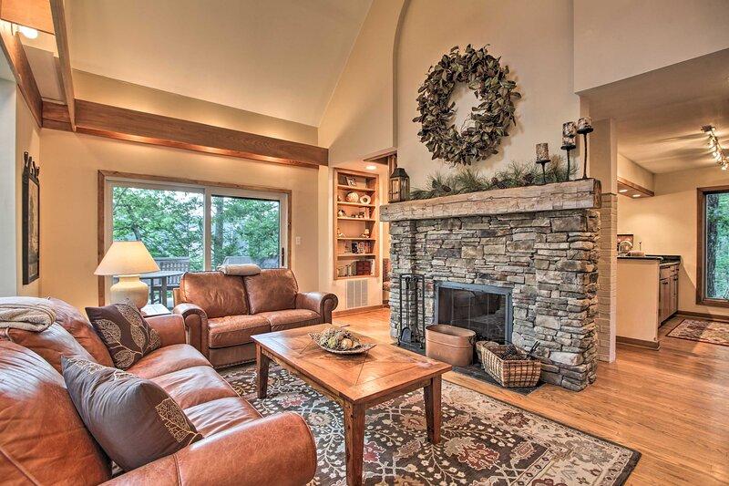 NEW! Wintergreen Resort Home w/ 2 Decks & Grill!, holiday rental in Nellysford