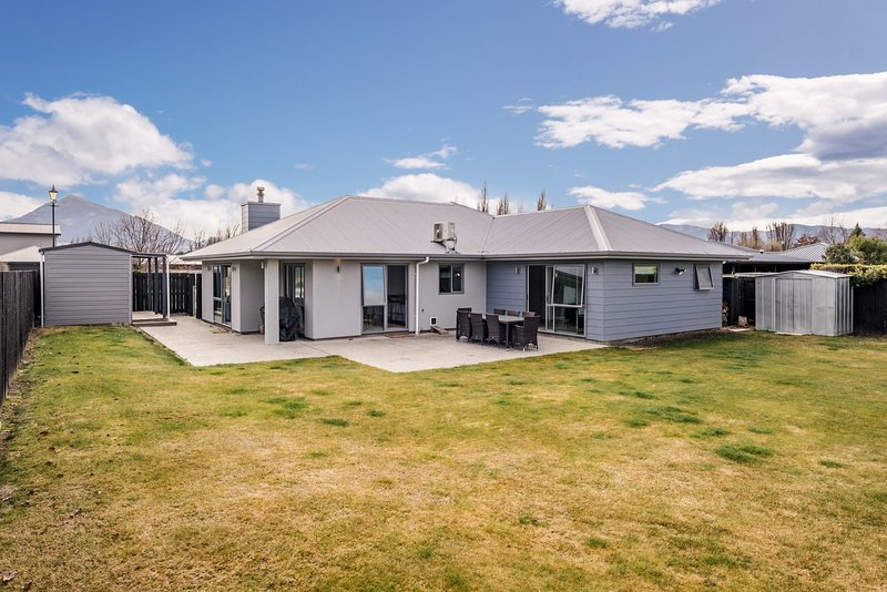 Watch this space - Albert Town Holiday Home, Wanaka, holiday rental in Lake Hawea