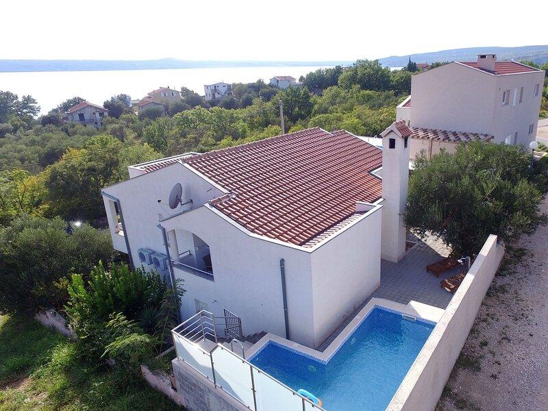 Apartment with pool Dajana, casa vacanza a Maslenica