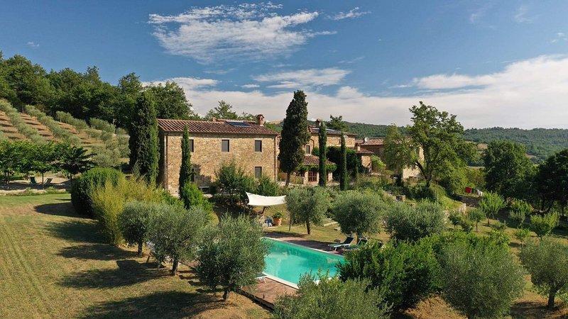 Tuscan Paradise With Fantastic Lake Views - Sleeps 13, holiday rental in Pieve Santo Stefano