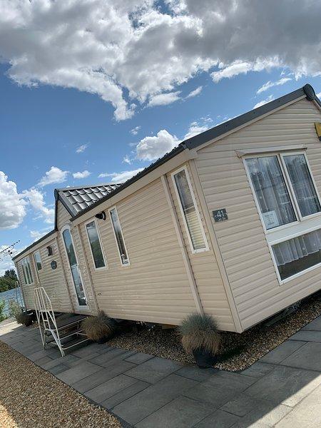Luxury 2 Bedroom Lakeside Caravan, holiday rental in Digby
