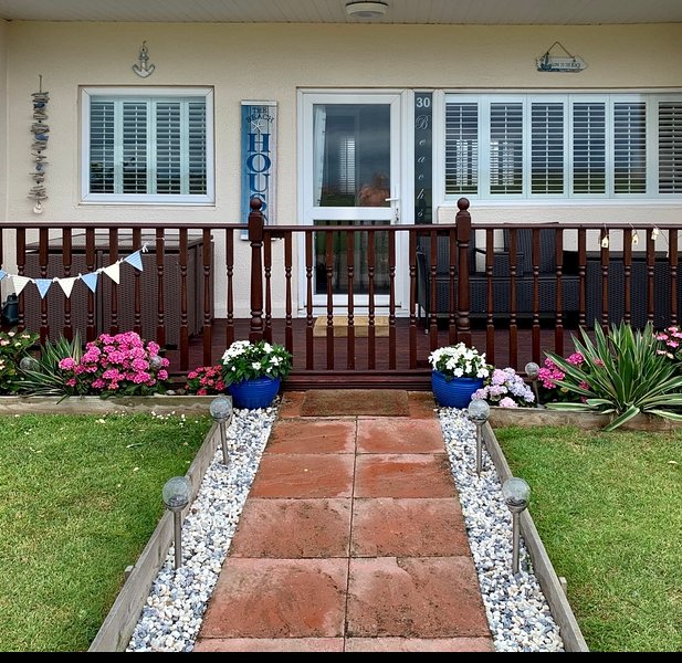 Beachside Bacton holiday chalet, sea view, Beach 30 metres with TV and Wifi, location de vacances à Bacton