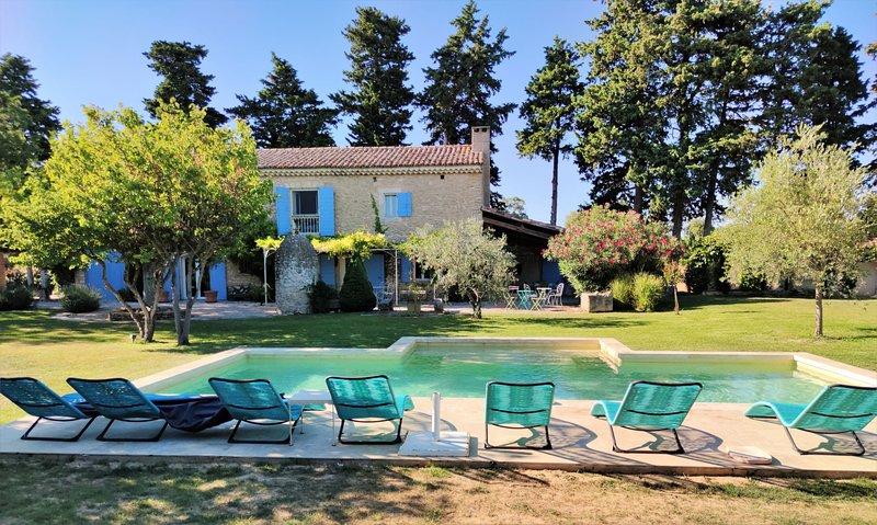 LS2-259 ALEMANDO, Mas Provençal avec Piscine chauffée, proche d'Isle sur Sorgue, holiday rental in Les Vigneres