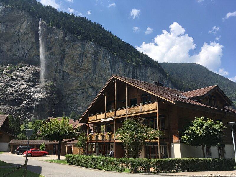 Apartment Hutton near Staubbach Falls - SKI OR SUN, holiday rental in Bernese Oberland