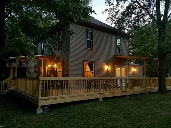 Small town home great for remote work!, holiday rental in Iola