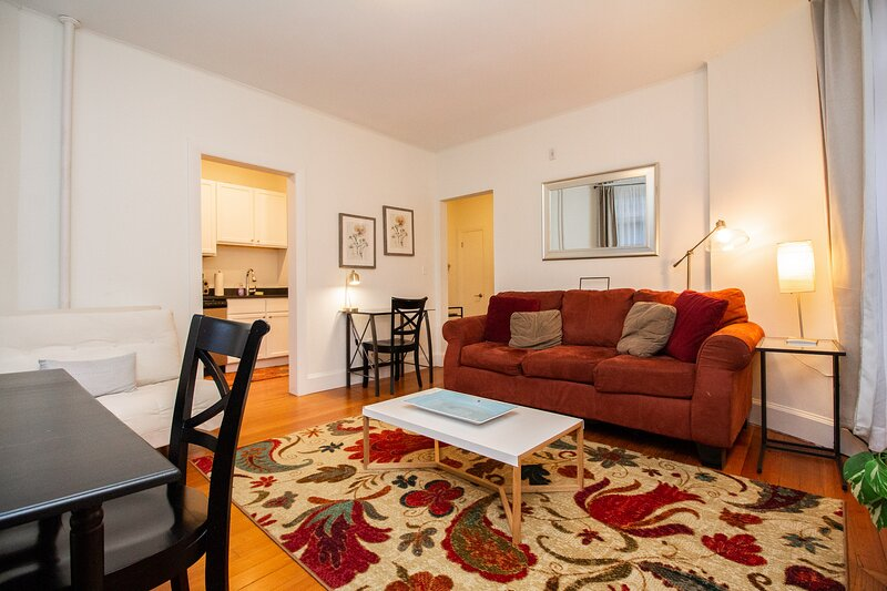Renovated Brookline 1BED, Steps to MBTA, Shops & Restaurants, location de vacances à Needham