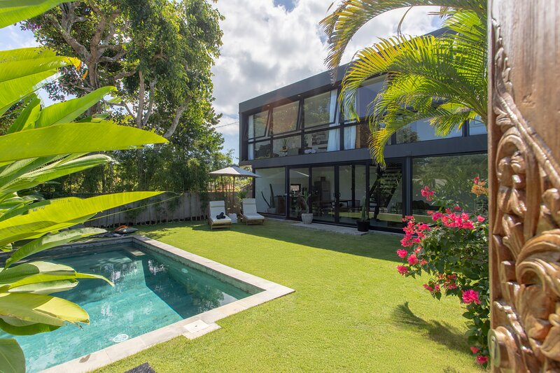 Brand new modern Villa Mola, Bingin, vacation rental in Uluwatu
