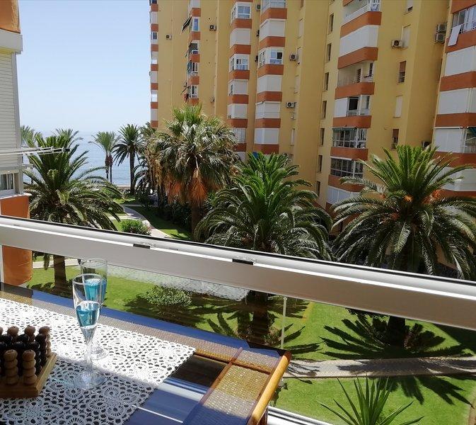 (Yuca) Beau studio avec accès direct à la mer, holiday rental in Algarrobo Costa