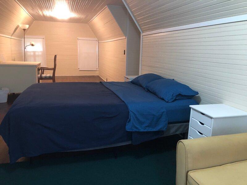 Brick House Retreat (room W), holiday rental in Hamlet