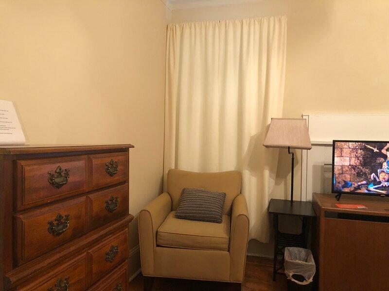 Brick House Retreat (room T), holiday rental in Hamlet