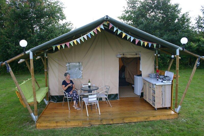 Enjoy a Safari Tent at La Petite Lande, holiday rental in Saint-Martin-de-Fressengeas