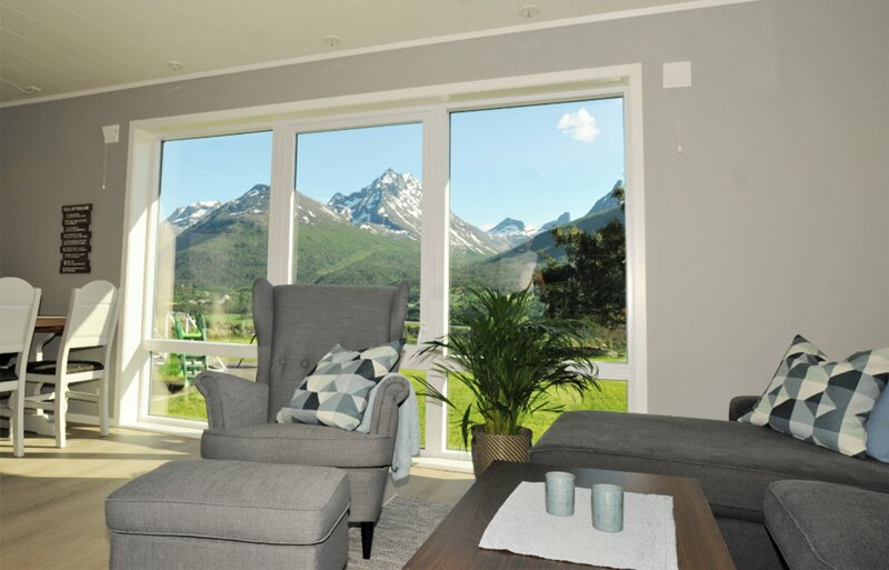 Romsdalseggen Lodge - Apartment with amazing mountain view, alquiler de vacaciones en Innfjorden