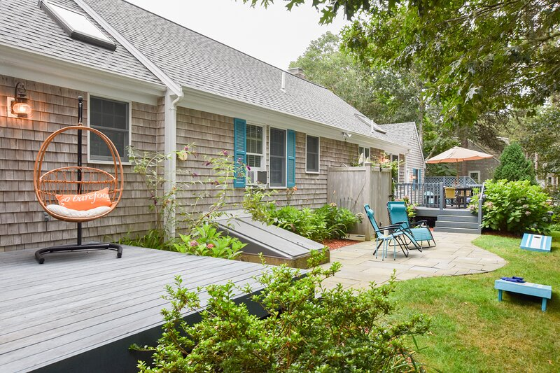 641 Walk to Nantucket Sound from Open Contemporary with Private Patio and Outdoo, Ferienwohnung in South Chatham