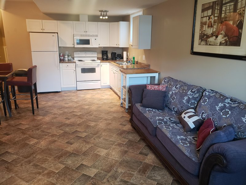 2 Bedroom Suite with BBQ ready on the Go!!!, holiday rental in Fort McMurray