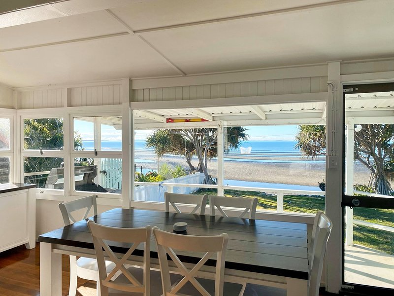 Golden Sands at Beachmere, vacation rental in Moreton Bay Region