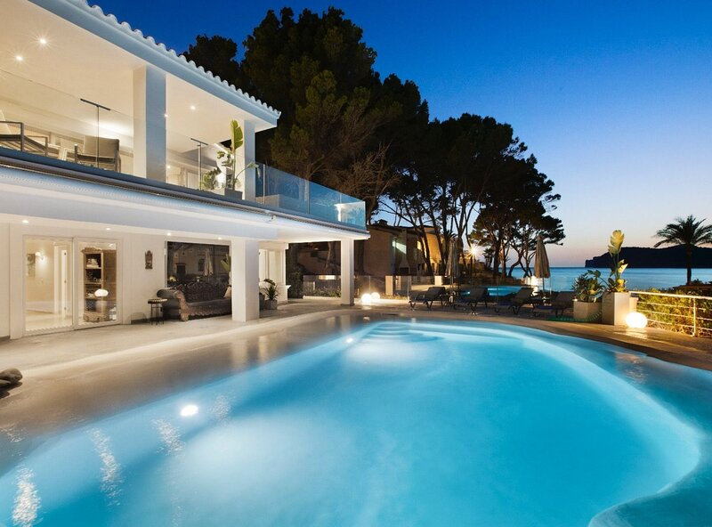 Villa white beach house, sobre la playa, aire acondicionado, wifi, piscina, holiday rental in Santa Ponsa