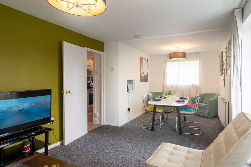 PickThePlace 3-bedroom Plymouth apartment, holiday rental in Plympton