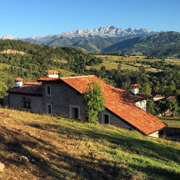 Apartamentos de Lujo en el pueblo de Labra, concejo de Cangas de Onís, Asturias, holiday rental in Cardes