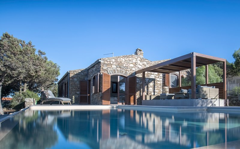 Villa Tellus: Luxury villa, 8 people, private infinity pool, 5 min from beach, holiday rental in Stintino