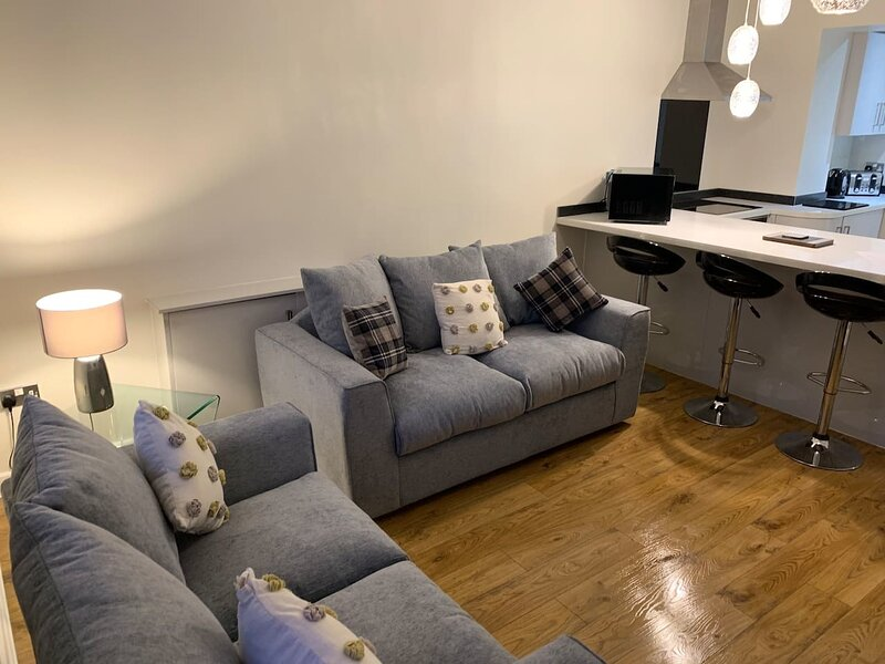Stylish and Immaculate 2-Bed Apartment in Leigh, Ferienwohnung in Chorley