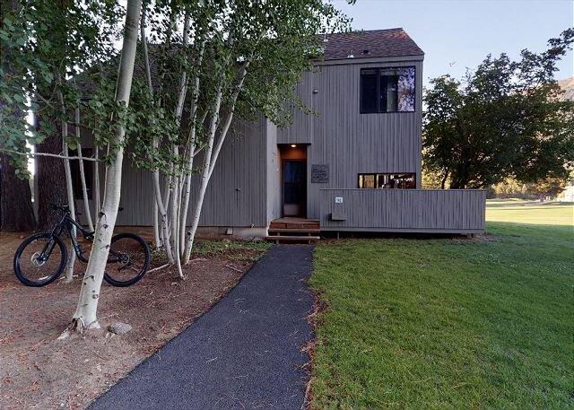 GC#92 The 19th Hole. 4 Bd, 3 Ba Condo on the 18th Green with Amazing Views!, aluguéis de temporada em Camp Sherman