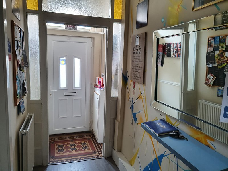 Moscow House, Self catering house for 12, location de vacances à Prescot