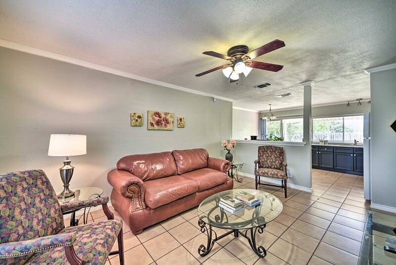 NEW! San Antonio Family Home, 3 Mi to Lackland AFB, holiday rental in Macdona
