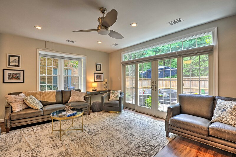NEW! Modern Townhome ~ 5 Mi to the National Mall!, vacation rental in Alexandria