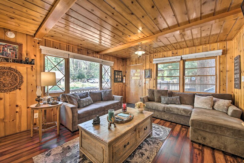 NEW! Pet-Friendly Cabin - 5 Min to Big Bear Lake!, vacation rental in Moonridge
