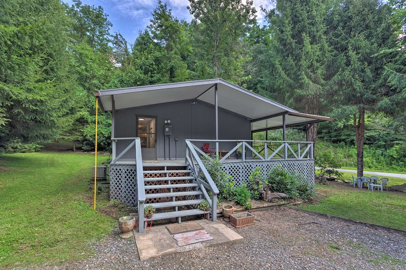 NEW! Private Hot Springs Hideaway w/ Creek On-Site, location de vacances à Hot Springs