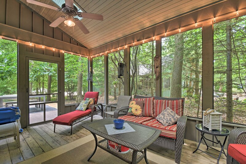 NEW! Home, < 2 Mi to New Buffalo Beach & Boat Ramp, holiday rental in Rolling Prairie