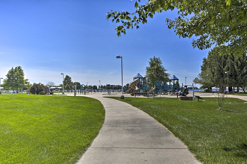 Enjoy Waterfront Park, Stearns Park Beach and many marinas and lighthouses!