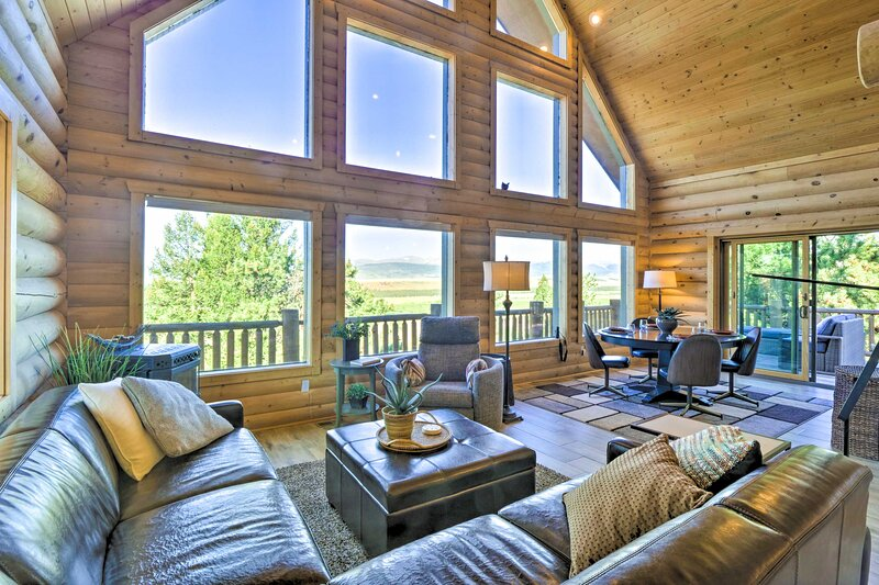 NEW! Fairplay Log Cabin w/ Deck + Mountain View!, vacation rental in Hartsel