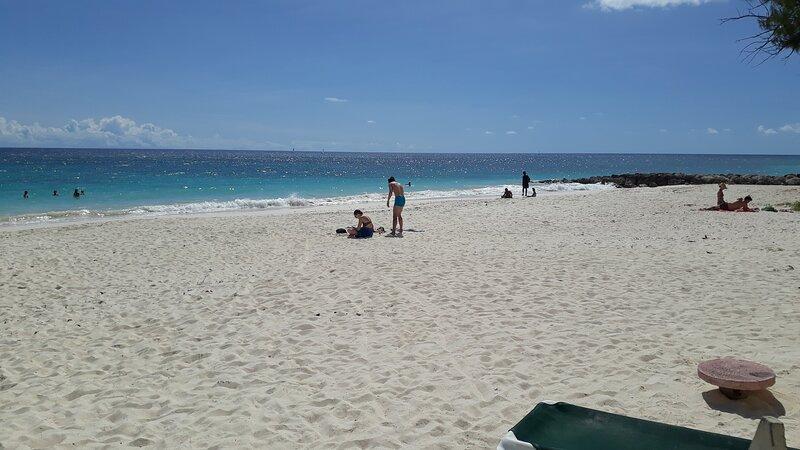 CHADVILLE  BEACH  HOUSE BARBADOS ( BEST SELLER), location de vacances à Oistins