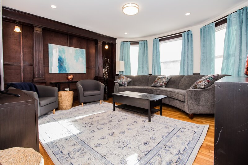 Large, Furnished Apartment in Cambridge Home, Near Public Transportation, alquiler de vacaciones en Arlington
