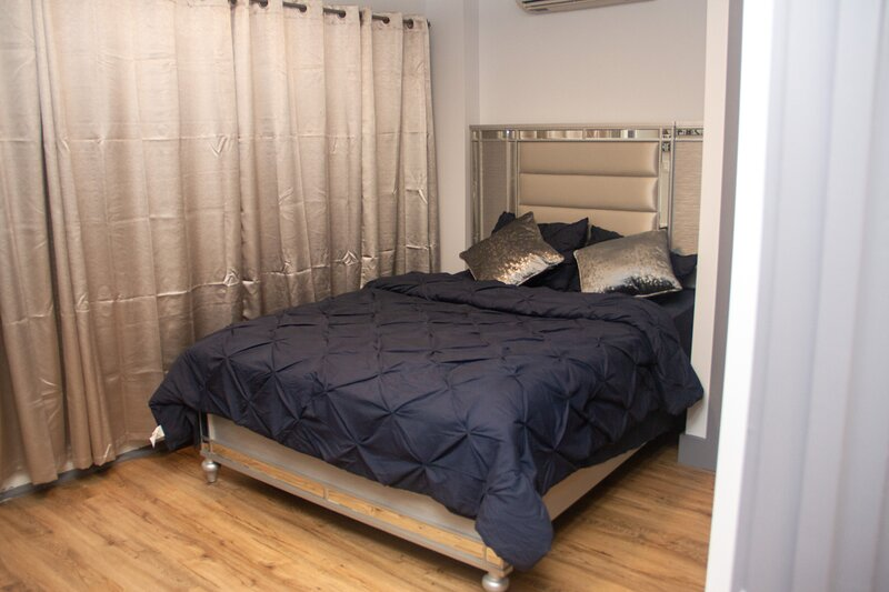 2BR Penthouse W/Balcony and Roof access, holiday rental in Brooklyn