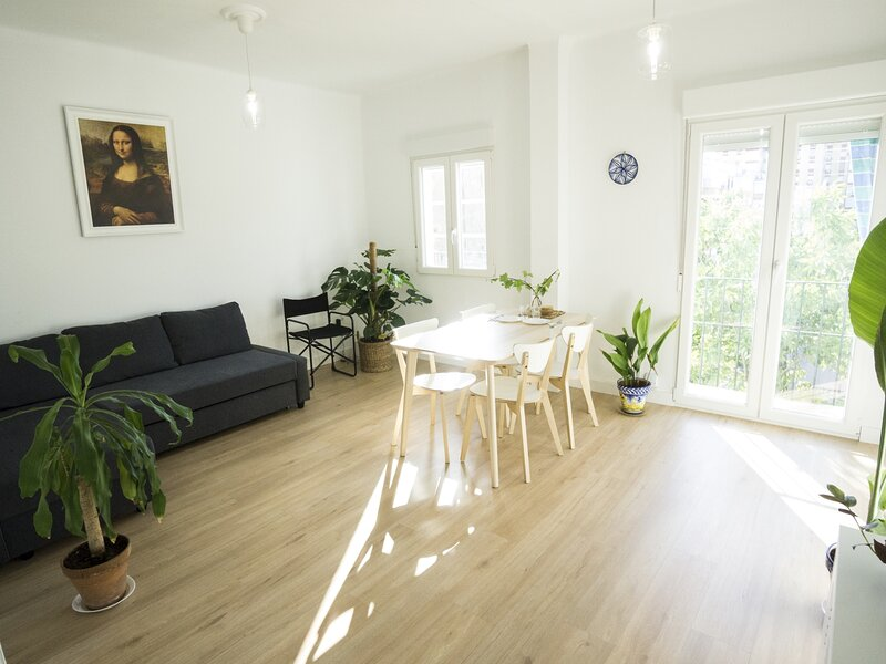 RentalSevilla Bright and charming apartment near The Parc des Princes, location de vacances à Castilleja de la Cuesta
