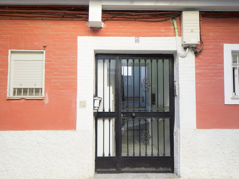 RentalSevilla Traditional apartment with private patio, location de vacances à Almaden de la Plata