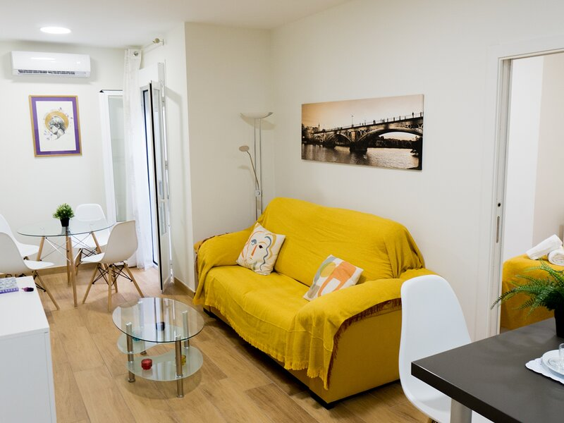 RentalSevilla Stylish and bright apartment in the center, holiday rental in La Campana