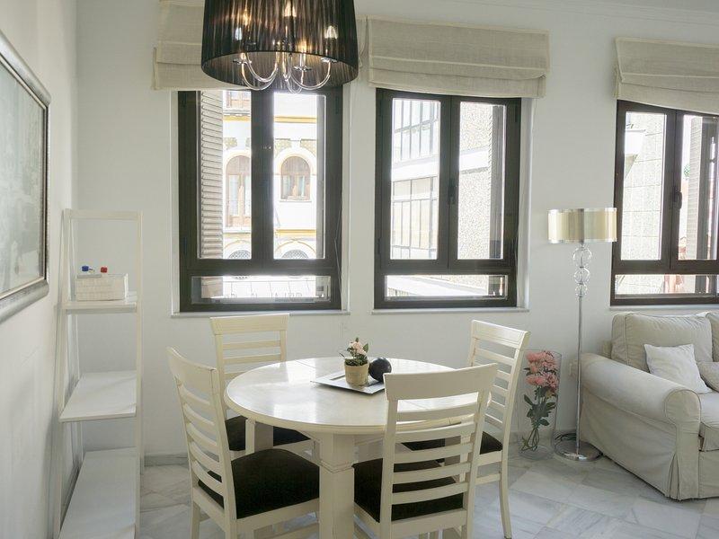 Bright and spacious apartment near the Mushrooms, holiday rental in La Campana