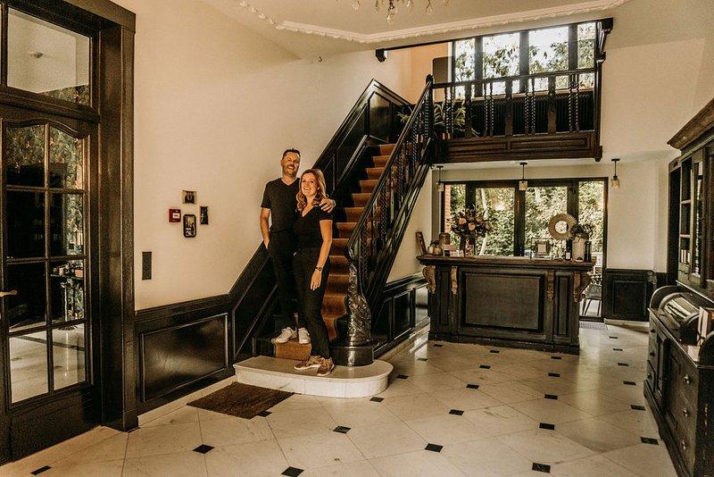 Uniek Boutique hotel in Art-Nouveau stijl,parel van de Vlaamse Ardennen, zwemspa, vacation rental in Flobecq
