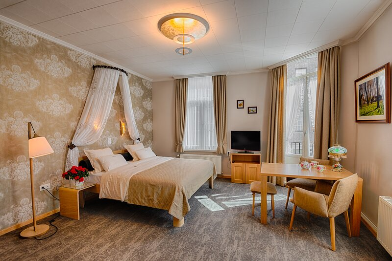 B&B Bariseele Balkony Suite **** (35m2, airco, parking, breakfast), holiday rental in Sint-Kruis