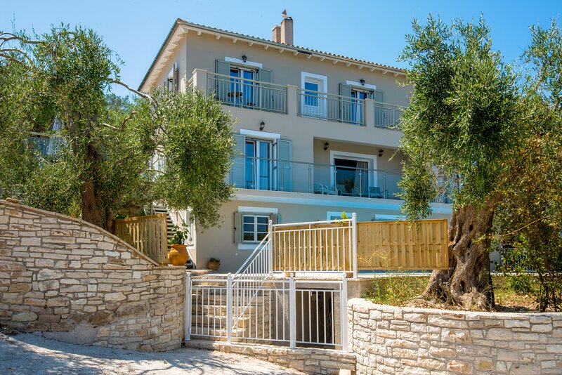 Villa Skopsie (Sleeps 2-10), Kangatika, Nr Loggos. Paxos - Large Pool & Sea View, vacation rental in Loggos
