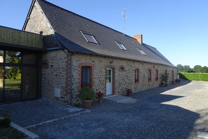 Amazing house with terrace & Wifi, vacation rental in Chateau-Gontier