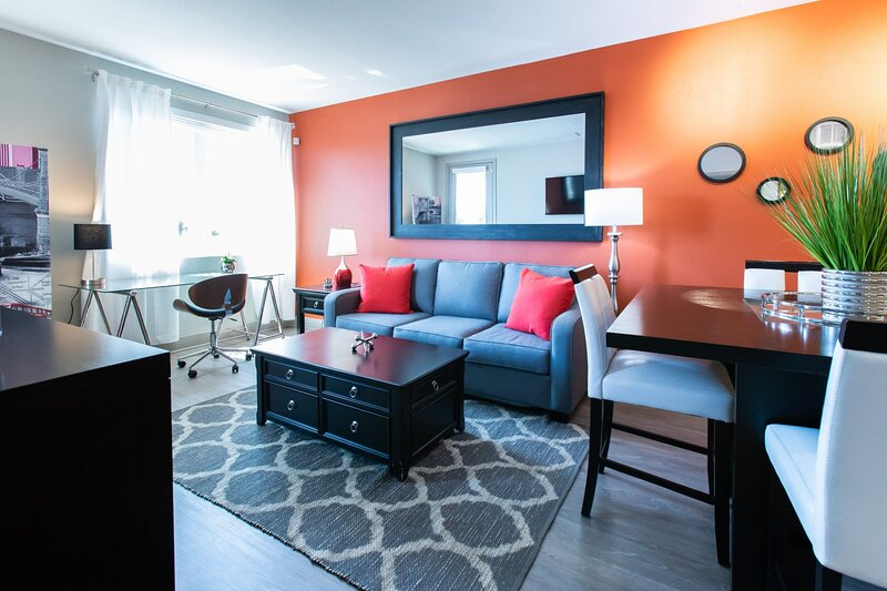 ☺The Feel Good Airbnb☻ WiFi✓Cal King✓Keyless✓W/D, holiday rental in Brea